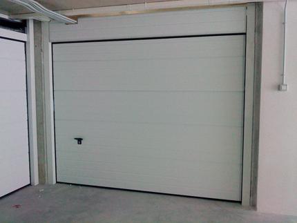 Puerta doméstica seccional