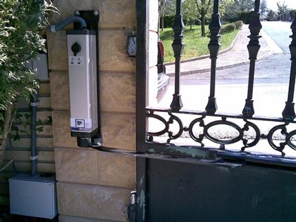 Motorizaciones Accionador electromecánico para puerta batiente