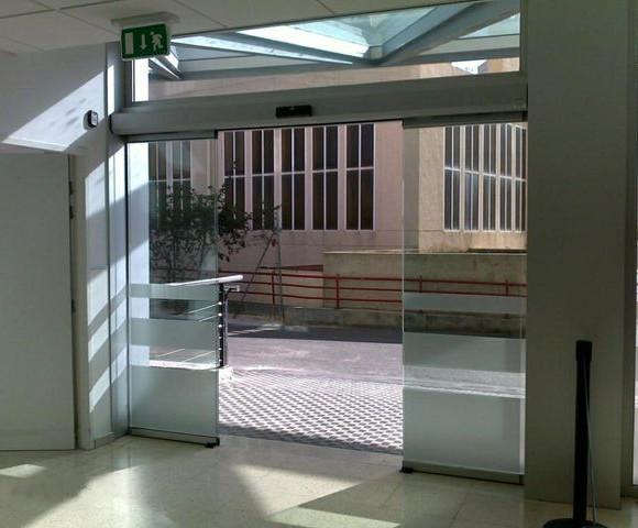 Puerta de cristal Pinza