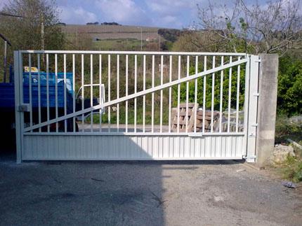 Puerta doméstica batiente